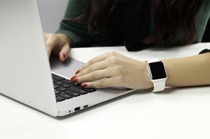 De la birou pe motor: tot ce poti sa faci cu Apple Watch