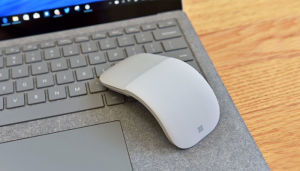 Mouse-ul cu design spectaculos: Surface Arc vs Magic Mouse